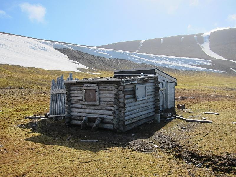Johshytta. Den eneste hytta på vestsiden av øya.