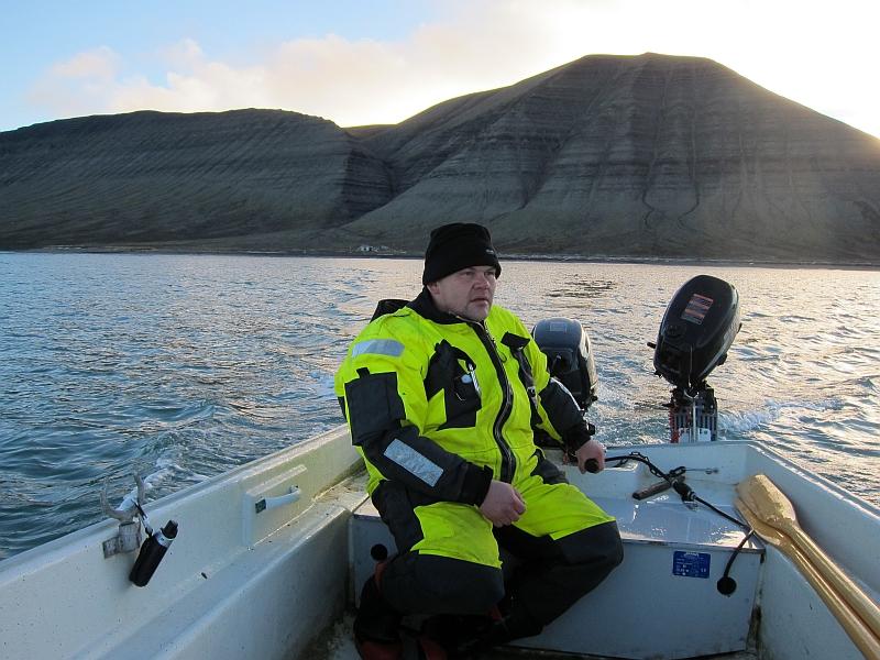 Båtføreren på tur ut fra Bjørnebo