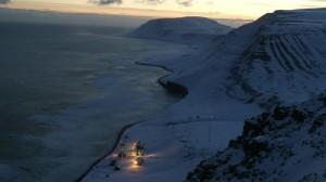 Hopen meteorologiske stasjon sett fra Trollkaillen siste soldag i 2013.