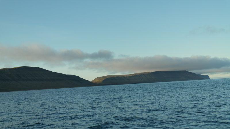Blåfjell sett fra sjøen utenfor Bjørnebo
