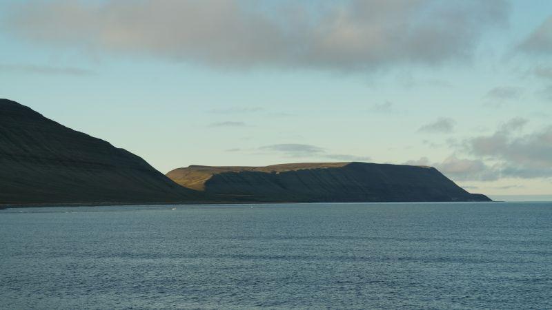 Blåfjell sett fra stranda på Bjørnebo
