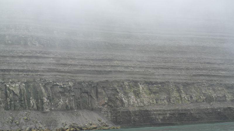 Her ser en tydelig lagdelingen i fjellene på Hopen. Nørdstefjellet er ikke noe unntak.