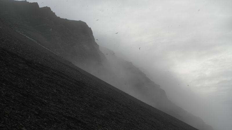 Dramatisk fjellside ned fra Nørdstefjellet