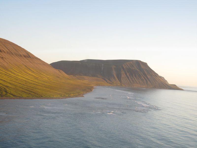 Nordenden av stranda sett med Sea King fra 330 skv.