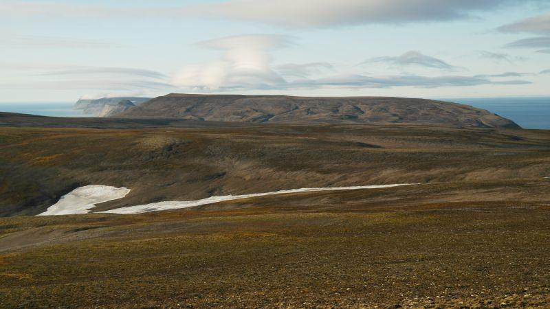 Utsikt fra Kollerfjellet med hele Johan Hjortfjellplatået mot nord. Djupsalen er det som ligger i forkant av fjellet.
