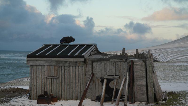 Sørsida av hytta.
