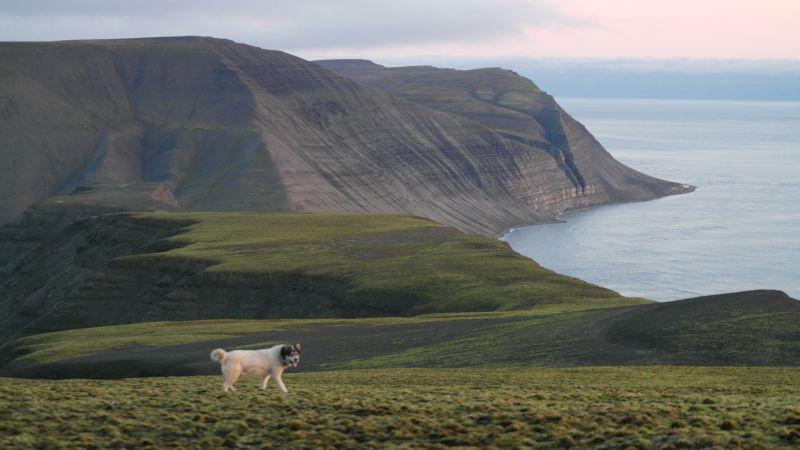 Den sørlige delen av Småhumpen. Johan Hiortfjellet og Dypsalen i bakgrunnen.