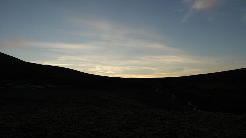 Utsikt vestover i Thorkilsenskaret en sen høstkveld. Bildet tatt ved Casa Blanca.