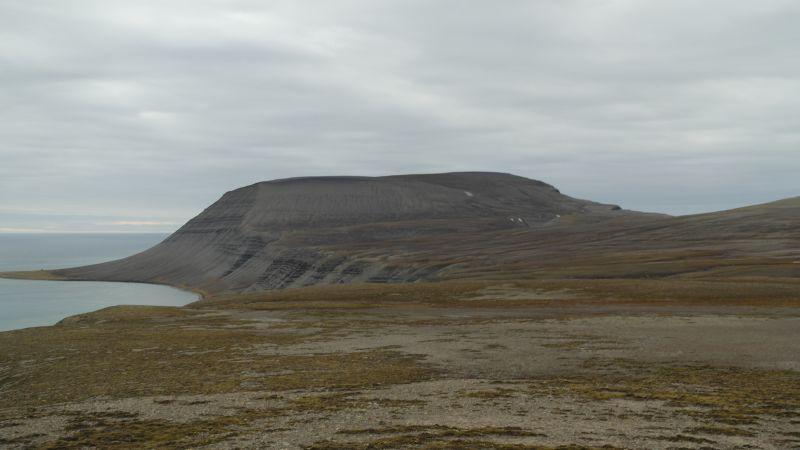 Utsikt fra Heniesalen mot Iversenfjellet.