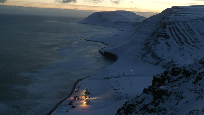 Iversenfjellet i bakgrunnen en tidlig vinterdag.