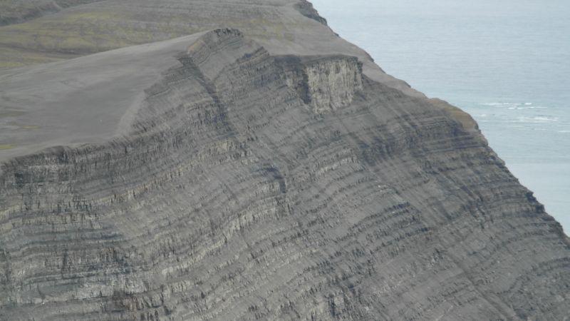Vestveggen av Kvasstoppen, 199 meter rett ned i havet.