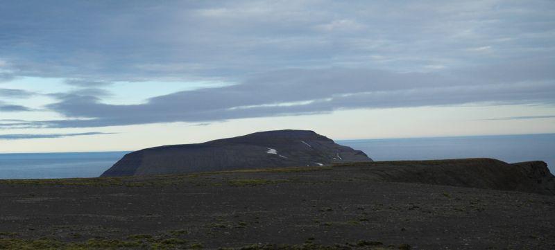 Utsikt fra toppen over mot Iversenfjellet.