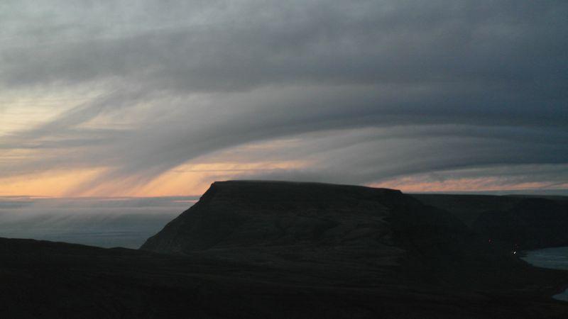 Her er fjellet sett fra Iversenfjellet med en flott skyformasjon over Werenskiold.