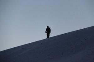 Oddmund som isbjørnvakt oppå bakkan