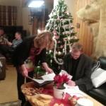 Prest Dag Aakre sammen med medarbeider i Svalbard kirke