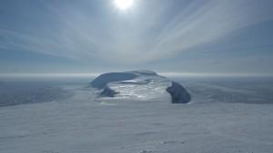 Kvasstoppen og Iversenfjellet sett fra Werenskioldfjellet    <div title=