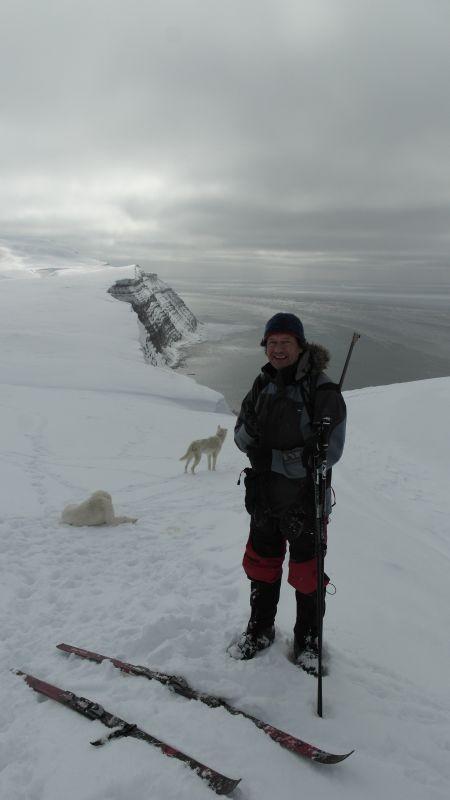 Ragnar poserer i bakkene nord for Heniesalen.