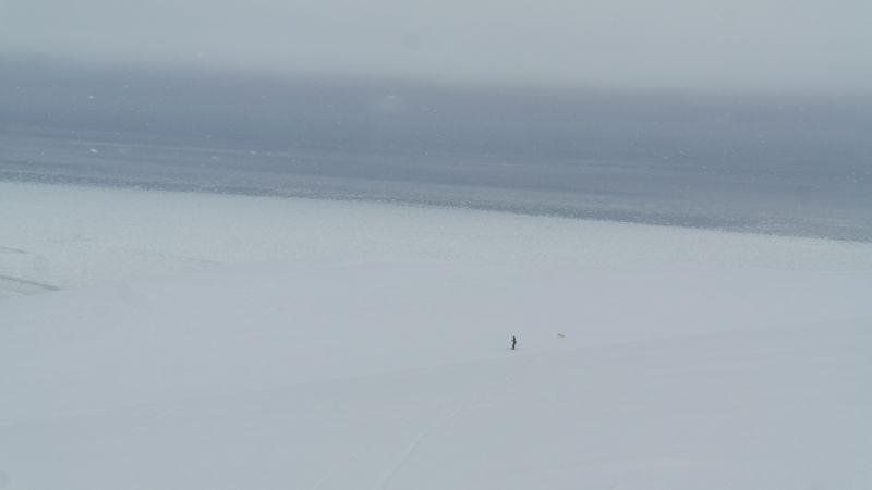Ragnar på vei ned fra Werenskioldfjellet
