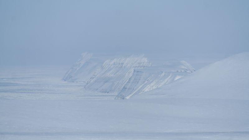 Blåfjell bakerst og Småhumpen før vestskrenten av Johan Hiortfjellet.