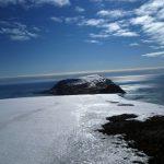 Iversenfjellet - høyeste på Hopen med sine 371 moh. mot sør.