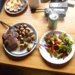 Viktig å spise godt på tur - takk til kokken som sender forsyninger!
