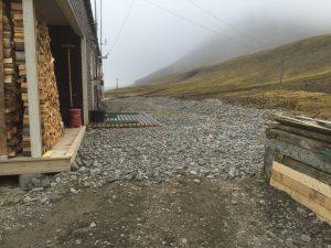 Med ny trapp og grusing er området over stasjonen blitt flott. Foto: Rune Nilsen